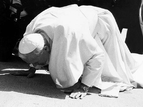 교황요한바오로2세김포공항착륙즉시친구하는모습