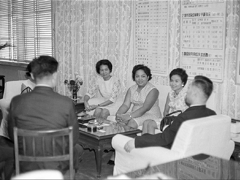 비율빈(필리핀) 여성 훈련생 방문 김기형 과학기술부 장관과 담화2