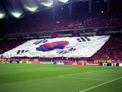 2002월드컵에서 대형태극기로 응원하는 한국응원단