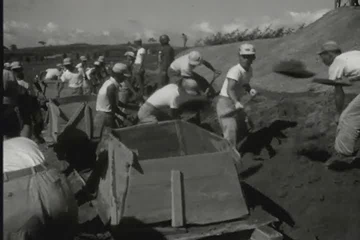 활약하는 국토건설단(경북선 철도 건설 작업)