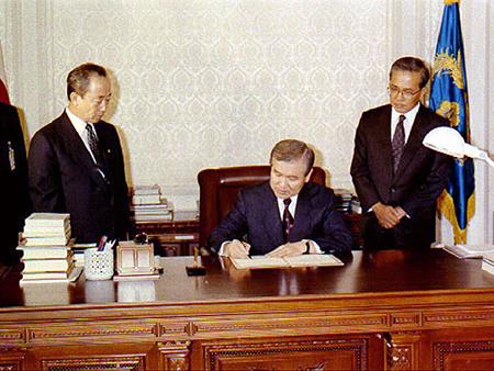 노태우 대통령 유엔 헌장 의무수락 선언서 서명